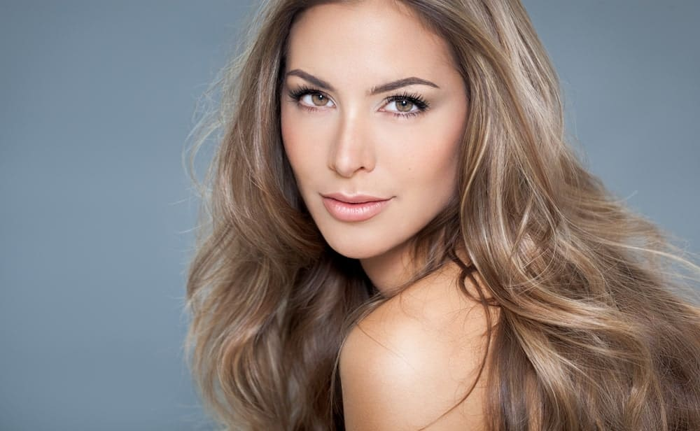 A medium brown balayage with icy platinum and blond undertones gives the perfect balance of warm and cool tones to your hair and lends an air of elegance to it.