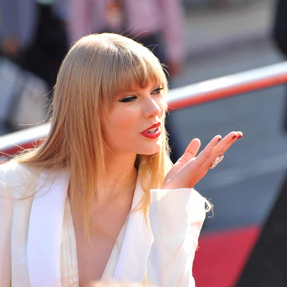 Super straight, blunt bangs can look like a dream with layered hair. Take a look at Taylor Swift's style that features eyebrow-skimming fringe that transition to longer bangs near her cheekbones. Her hair also has shoulder length layers that gradually became longer to reach her back.