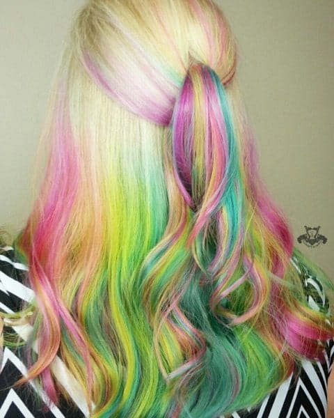 Not all balayage has to be of natural hair color. It is cool to experiment with some radical colors as well, like pinks, greens and blues. The blended strokes of rainbow colors give a completely wow effect, like a unicorn.
