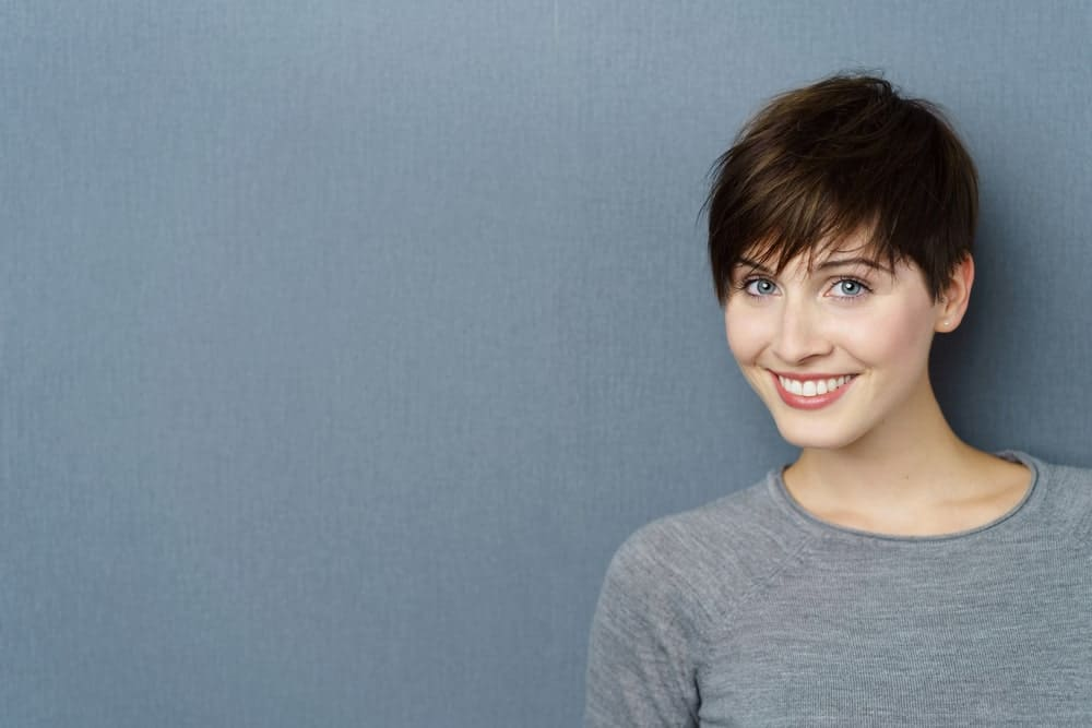 Want a pixie hair cut but love bangs too? You can have both. Just ask your stylist to let the front of your hair grow out, but keep the hair on the sides and the back short. You can even ask them to give your bangs a jagged cut. Pull the bangs down and ruffle them up for a natural, casual look.