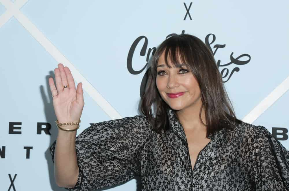 Thin down your fringe to get airy- separated bangs like Rashida Jones. You can ask your stylist to keep them a little shorter, if you like, but having longer eye-skimming bangs means that you can play with them. Sweep them to the side if you like or pin them up if you think they are being pesky.