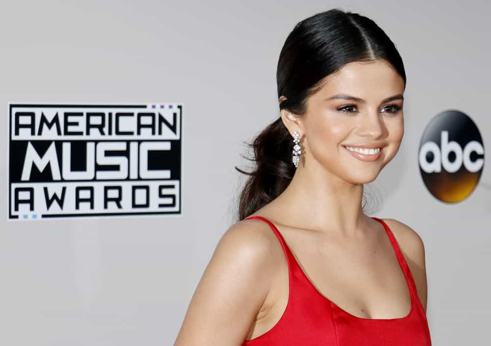 The understated loose ponytail look has made quite a comeback. Take a look at Selena Gomez's hairstyle, which is anything but your average ponytail. The actress parted her hair in the middle and gave her locks some cool curls to give her ponytail some volume. Who would have known loose ponytails could be a red-carpet look?