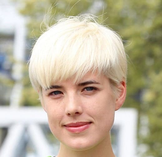 The bowl pixie haircut style does not fit everyone but actress and model Agyness Deyn pulls it off to perfection, with her bleached blonde, dandelion soft hair.