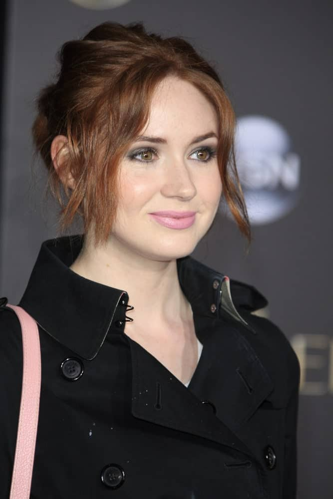 Karen Gillian sports face framing bangs and a messily swept back bun for the premiere of Cinderella. It may be a premiere, but this a great hairstyle option for movie nights, both in house and at the theatres. Casual, simple, yet stylish!