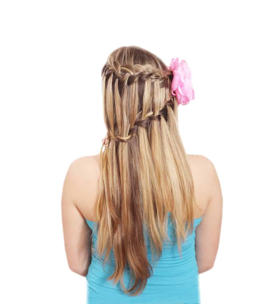 If you want something slightly more interesting than a classic waterfall braid, try this asymmetrical braid that zig zags down the back of the head beautifully.