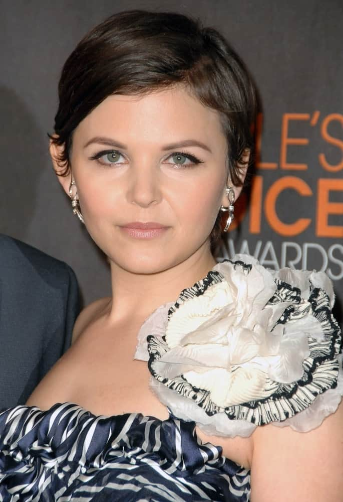"Ginnifer Goodwin of the ""Once Upon a Time"" fame has more often than not sported pixie haircuts. The super-short bob with side parting suits her small-boned features very much."