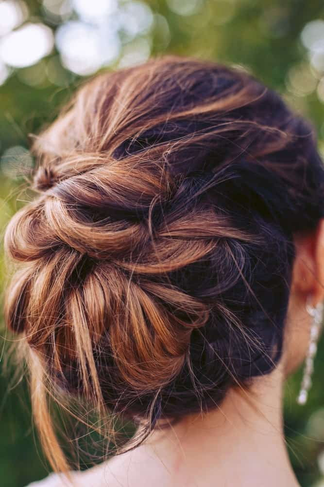 This hair bun looks good with any kind of dress and keeps things easy breezy with a few wayward strands of hair escaping the bun. Very reminiscent of Mehgan Markle!