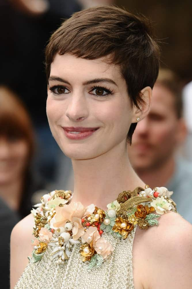 Keep things cool and casual with short baby bird bangs like Anne Hathaway.  The great thing about this hairstyle is that it needs minimum maintenance and styling. So if you are a no-fuss kind of girl, this is the perfect hairstyle for you.