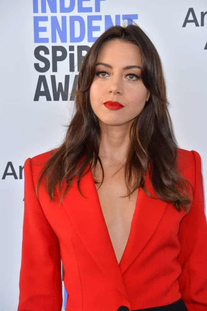 Aubrey Plaza was at the 2020 Film Independent Spirit Awards on February 8, 2020, in Santa Monica, CA. She paired her red outfit with red lips and long tousled brunette hairstyle with layers and waves.