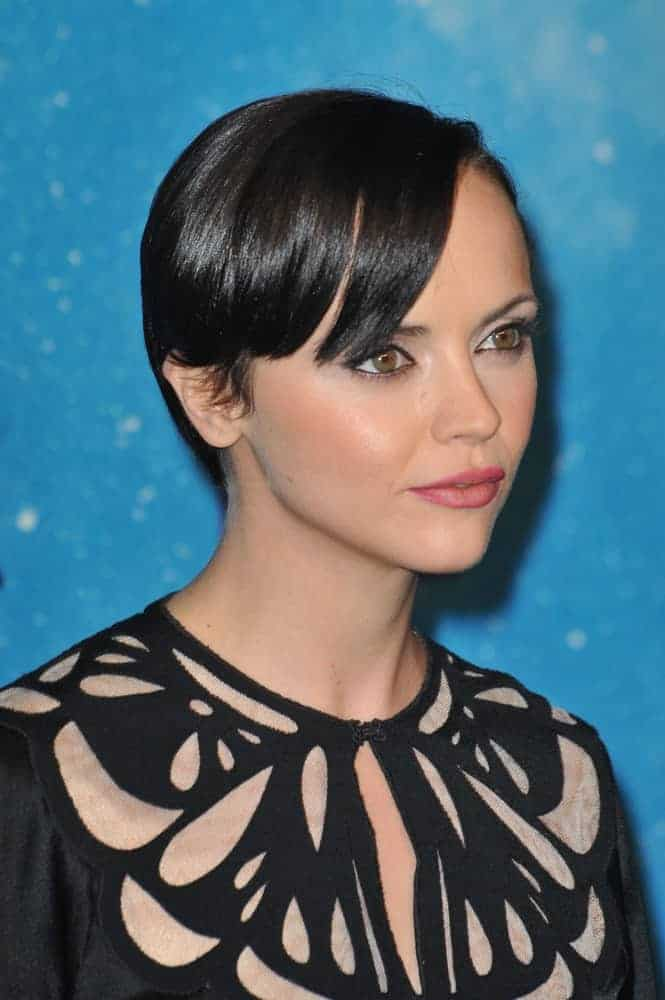 Christina Ricci was at the 2009 Spike TV Scream Awards, at the Greek Theatre, Los Angeles on October 17, 2009. She was stunning in a patterned black dress that she topped with an edgy raven pixie hairstyle with side-swept bangs.