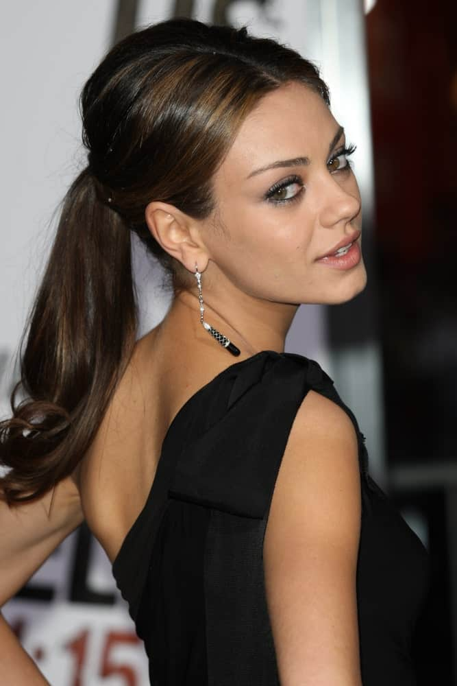 Mila Kunis is a real brunette beauty. Check out her hairstyle feature long brunette hair tied in a simple ponytail. Although the hairstyle is quite simple and wouldn't take you long to create it, it does not fail to give a stylish, chic look. This hairstyle is perfect for all those who are always on the run and can't afford to spend more than just a few minutes on their hair every day!