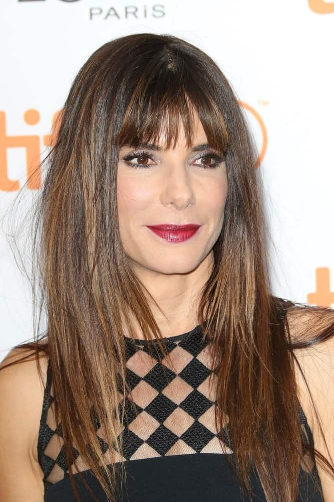 Sandra Bullock is one of Hollywood's top leading lady with stunning straight hair. Be it an award show or a film premiere, she always sets an example of why it's best to wear straight hair down. Here, she pairs the simple style with blunt, airy separated bangs to take the beauty to a completely different level.