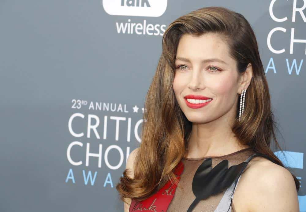 """Jessica Biel has perfected the way to add dimension to her beautiful brown hair. The """"Blade Trinity"""" actress has added some brilliant and glossy cinnamon colored highlights to her brown locks. She has also added a slight pompadour and combed her hair to the side, styled in soft curls. The effect makes her skin tone glow and makes her look fresh and bright."""