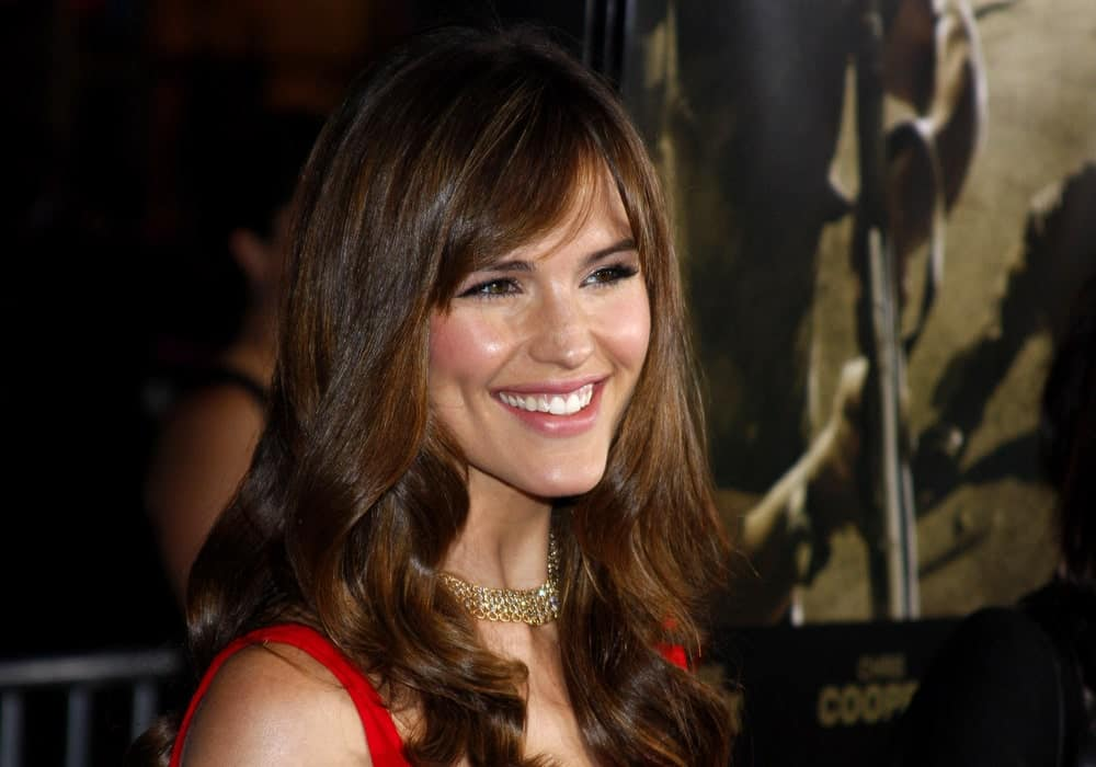 This is a great side-swept bangs hairstyle that is perfect for those who love to let their hair down. It is also the ultimate hairstyle for formal events.