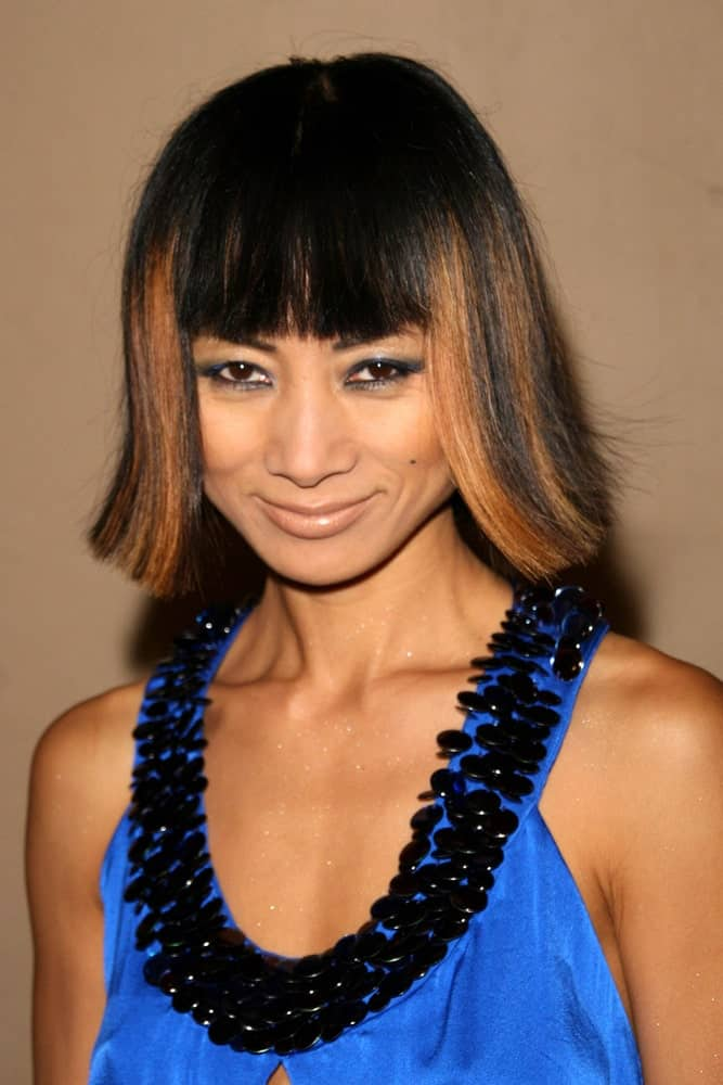 With an outward straight-cut bob and blunt bangs, Bai Ling looks absolutely stunning. Note that the highlights play a major role in bringing out the true beauty of this hairstyle. If you love to play with highlights and lowlights, give this hairstyle a try!