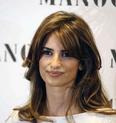 Flickr, le18thcenturyfox The beauty of side-swept bangs is that unlike blunt bangs, they don't need to be trimmed every now and then. You can let them grow out just like the gorgeous actress, Penelope Cruz has done here.