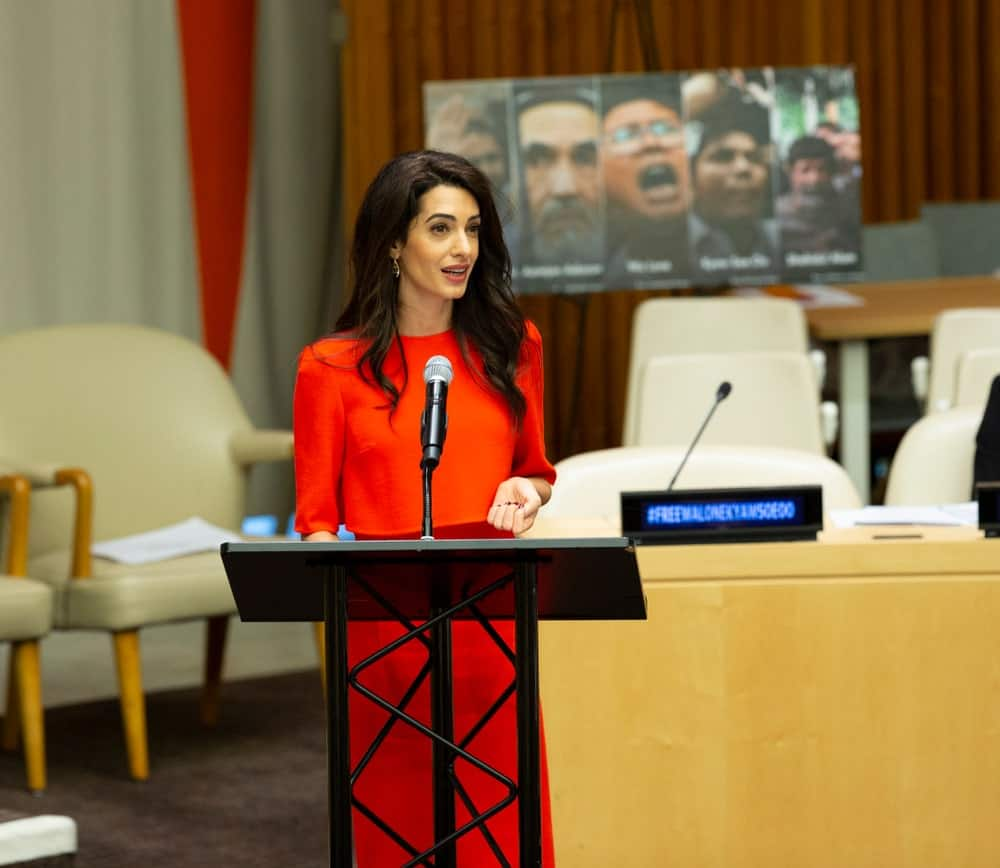 It seems like Amal Clooney never has a bad hair day; here, her layered locks are good enough to rock at the United Nations headquarters. The human rights lawyer has left her hair loose and curling and given it a part from the side. The layers and soft curls add a voluminous look to her hair.