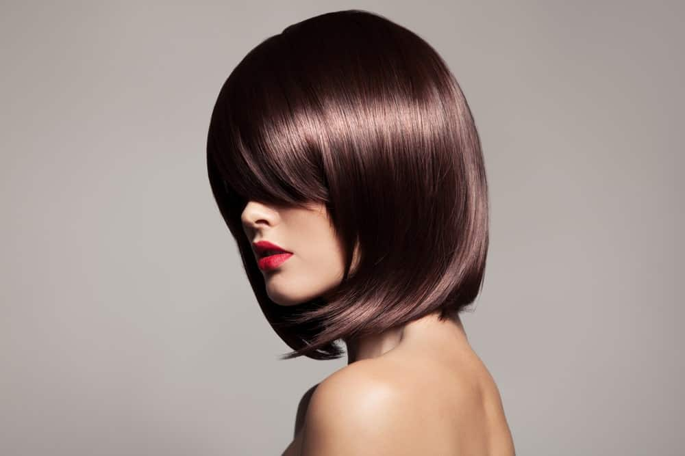 If you love short hair that is not too short but is still super stylish, this is the hairstyle for you. It is a shoulder length hairstyle with classic side bangs in the front and the hair has been styled in a way that it moves inwards, towards the face than outwards and away.