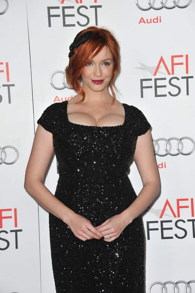Accessorizing red hair with neutral colored headbands can bring out the contrast of your fiery locks. Christina Hendricks uses a simple headband to make her natural red hair shine even brighter.