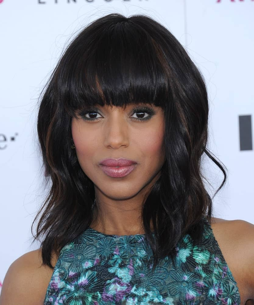 This is the perfect hairstyle for women with wavy hair. If you have naturally wavy hair, there's not much you need to do to recreate this hairstyle. Modeled by Kerry Washington, the hairstyle features medium-length wavy hair. Also, notice that the low-lights work wonders to add a soft and lovely touch to the overall appearance.