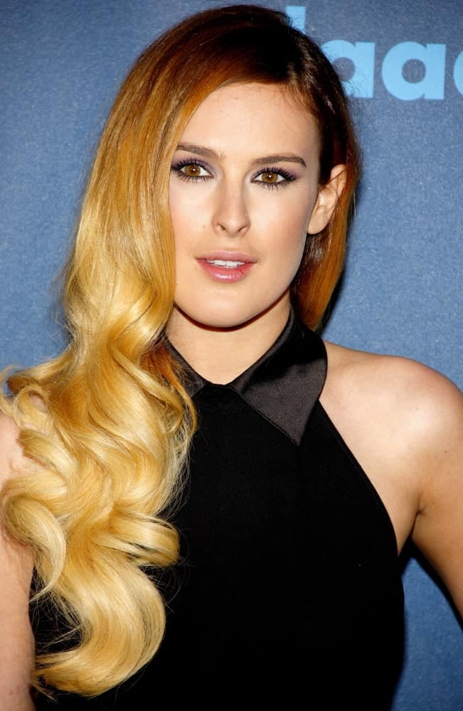 There is nothing soft and slow with Rumer Willis's hairstyle. The actress did not go for subtle lowlights or highlights but instead chose a solid opaque gold shade descending from her brunette tresses, with few color variations.