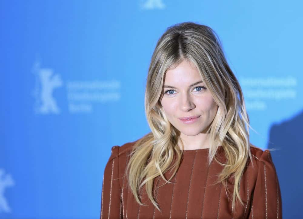 Sienna Miller gives hair inspiration to all those with less voluminous hair. This hairstyle has sleek-looking individualized layers which means that strands of hair have been cut into layers instead of full locks to give it this effect.