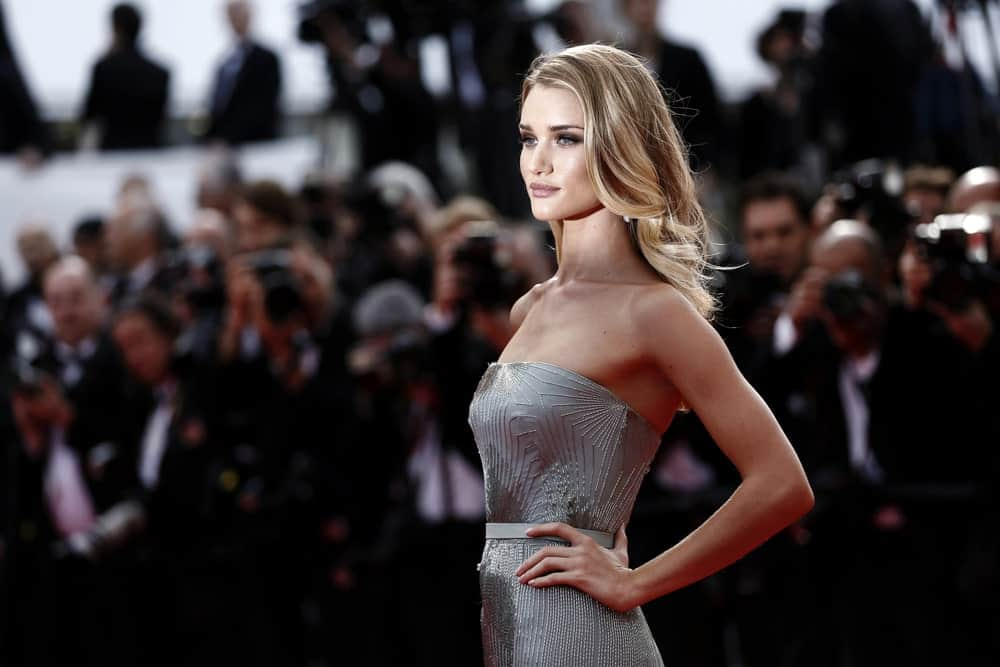 With her platinum-blonde hair, silvery dress and whimsical make up, Rosie Huntington-Whiteley looks like a fairy here. The actress has style her perfect golden locks in soft curled layers and pushed them behind her shoulders to create the perfect red-carpet look