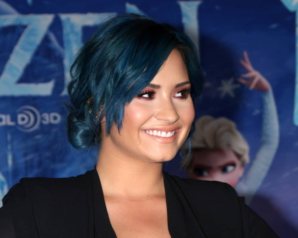 Dramatic hair colors have been all the rage in recent years. Here is Demi Lovato rocking shades of black and blue, the perfect color of midnight in her hair. The look is very cool and classy.