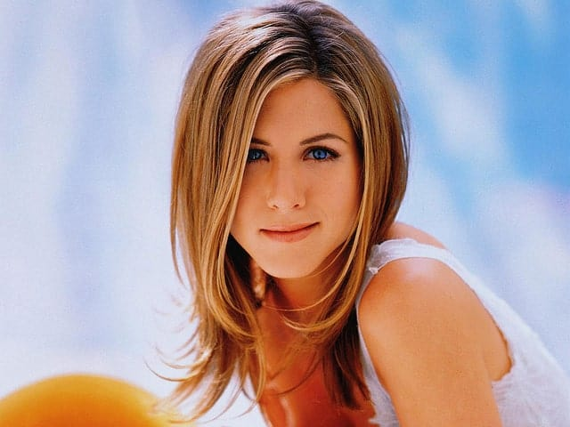"Jennifer Aniston's signature look in the long-running comedy sitcom, ""Friends"" has been a source of hairspiration for many of her fans. The actress' thick tresses were styled in clearly delineated feathery layers that are perfect for girls who want to thin down on some volume, yet don't want to make their hair look flat."