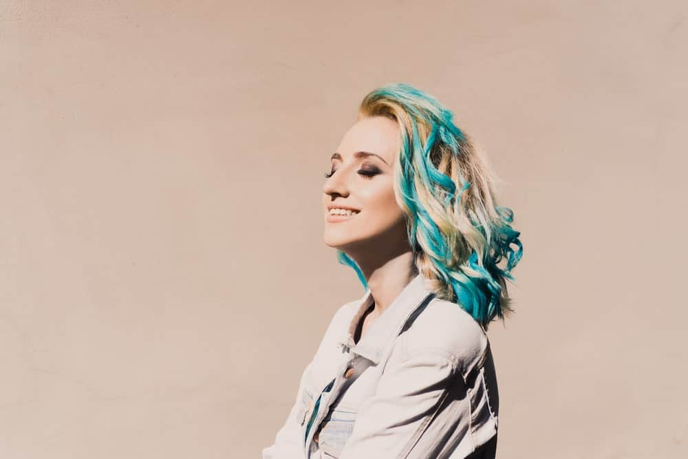 If you want to go for an unconventional, radical look, try a piece-y colombre. You can achieve the effect by asking your stylist to take sections of your hair and dye it in a dramatically different color, like aqua blue.