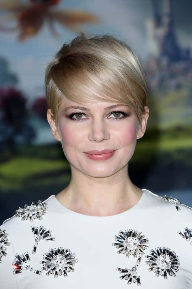 Michelle Williams can be deemed as the undeclared queen of women of fine hair. Being an advocate of the pixie cut paired with long feathery bangs, she has always demonstrated how this combination is the ultimate duo when it comes to haircuts for women with fine hair.