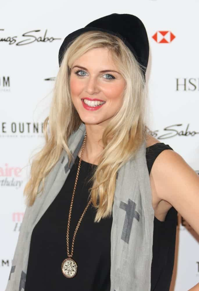This casual but trendy hairstyle for women with straight hair is all about going for a layered cut and long bangs that can be easily tucked behind the ears. You can wear your hair down just like that or pair it with a few accessories to look super cool like Ashley James in this picture.