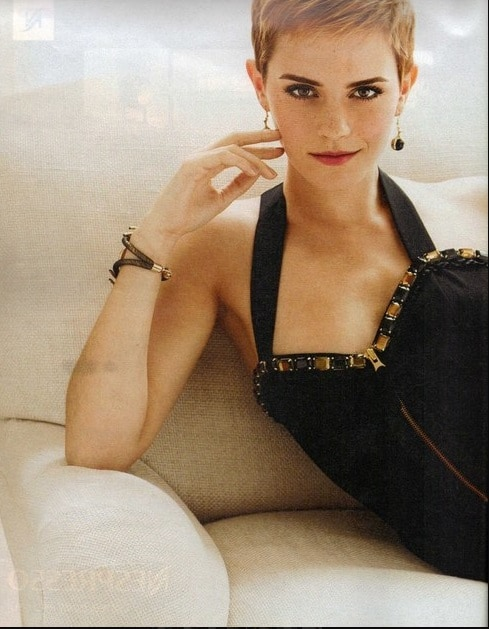 Emma Watson famously supported the short bangs with short hair for quite a long time after the last Harry Potter film came out. She looks absolutely gorgeous, and the hair makes her face look youthful. It adds emphasis to her sharp jaw line and collarbones in the best way.