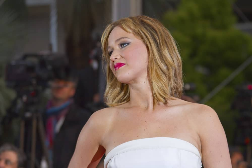 Add volume and definition to a shaggy bob by interspersing it with a variety of blonde, red and brown shades, like Jennifer Lawrence. The colors blend in together to give the effect of more dynamic hair.