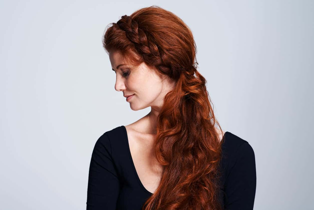 A pony may look boring but if you pair it with a braided headband, it can look really unique and fun. You can rock this hairstyle for a casual day out or a date on a Saturday night.