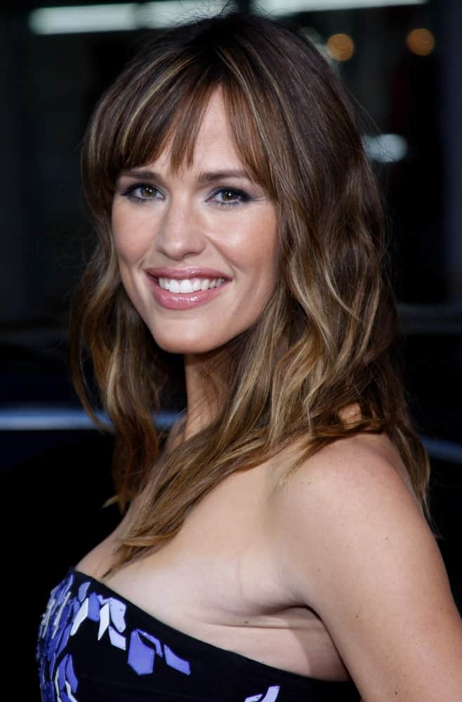 Jennifer Garner has been blessed with thick, brunette locks and the actress has spent a lot of time playing with them and given us the best hair inspirations. Here, Garner has added a lot of ash blonde highlight to her caramel brown hair. She has also given her locks some edgy, chopped layers and bangs and added a subtle curl to give them volume.