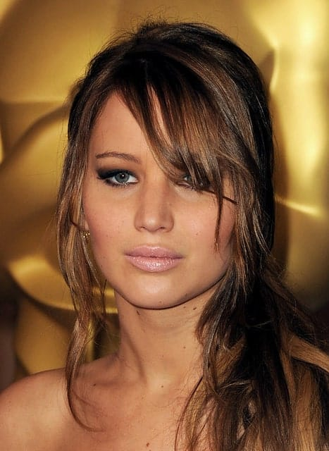 Flickr, gagoehx For a truly exquisite look, combine a feathery cut with long bangs. Sport your fine hair on one side to look as breath-taking as Jennifer Lawrence does in this photo.