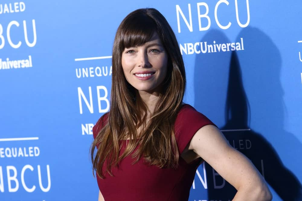Jessica Biel can never go wrong with bangs. The actress paired her long brown hair with angled bangs and subtle layers. She has styled her hair straight with minimum products for a no-fuss effortless look.