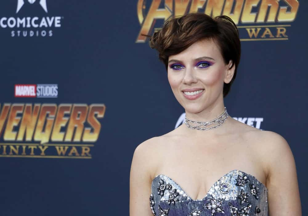 Scarlett Johansson made curly short bangs really popular after this gorgeous hairstyle on the premiere of Avengers. The tasteful curl of her bangs with the soft honey highlights looks amazing on her. The short hair makes her dress and intense eye makeup look simply great.