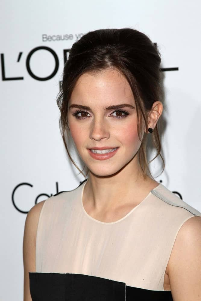 Emma Watson lets her long bangs frame her face perfectly while the rest of her hair is fixed in an elegant bun. It looks simply perfect since it accentuates her makeup and jaw line in the best way.