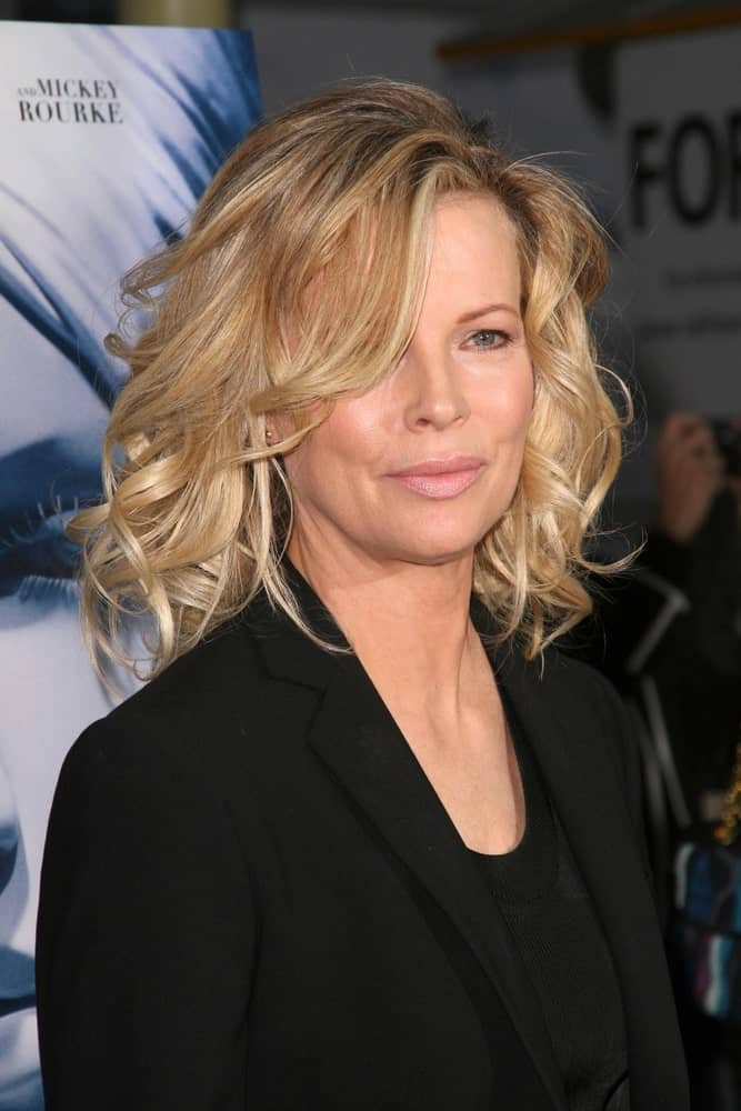 This out-of-the-bed messy look was brought to the limelight by Kim Basinger. It features tousled layers and loose bangs hanging around the face. The volume that comes with this hairstyle is incredible. This bouncy hairstyle will give you the perfect disheveled look for any event!