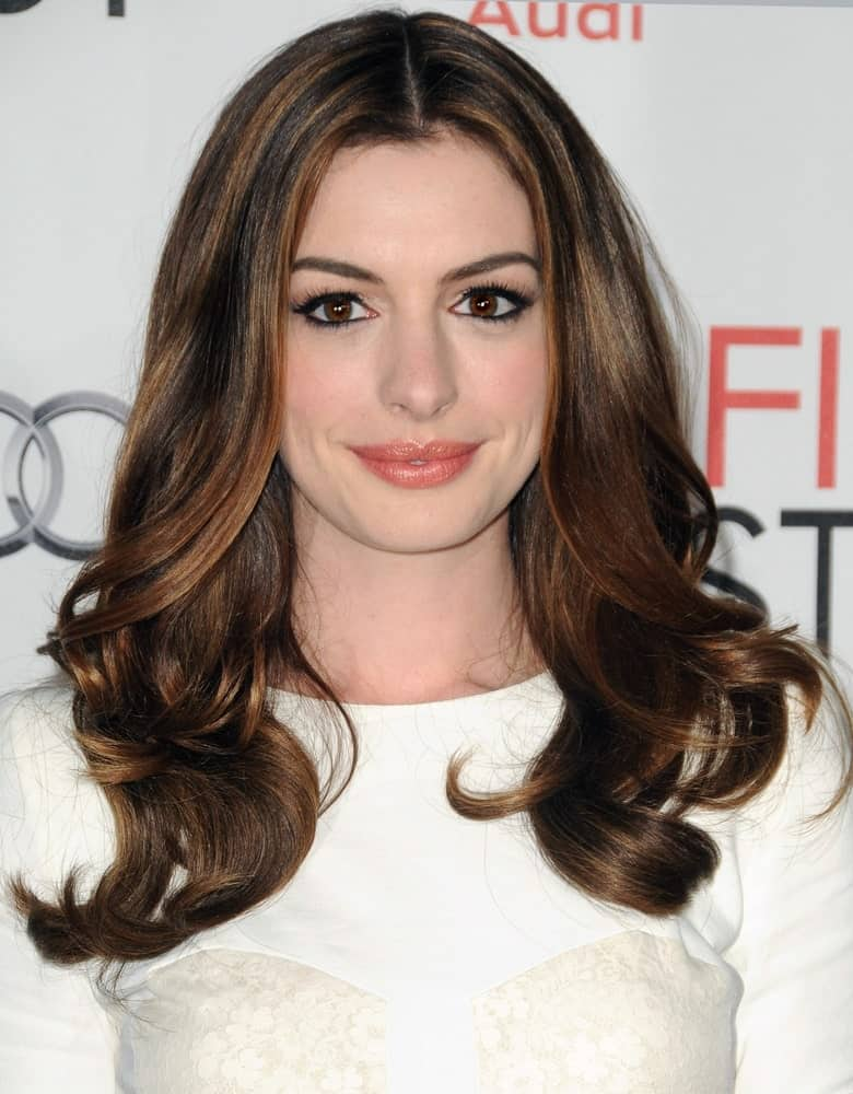 Center-parted auburn hair looks great, especially if you pair it with sort curls at the end. Whether it's the red carpet or a simple date, you will look perfect for any event.