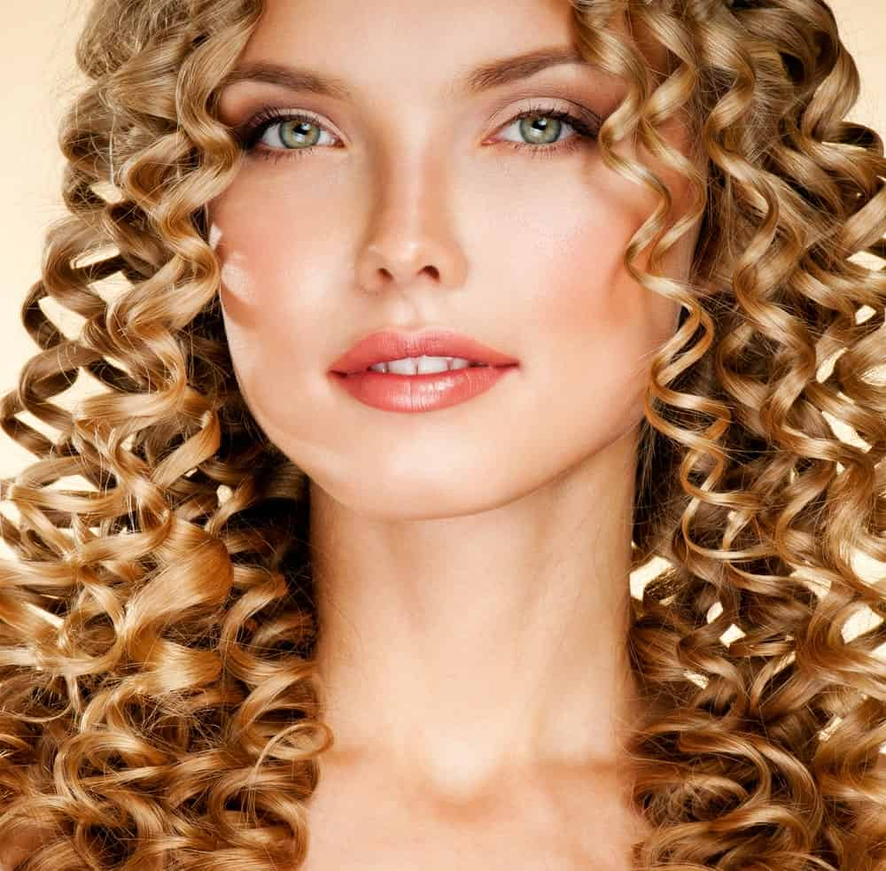Natural curls are great but to achieve this look you may still have to bring in the styling tools and products. Note how tight and beautiful these curls are! This hairstyle will look gorgeous on everyone but if you have long blonde hair, you are simply going to take it to the next level! The beauty of this hairstyle lies in its simplicity. If your hair has got the right curly texture, all you need to do is let them down and bring all strands to the front in order to recreate this beautiful look.