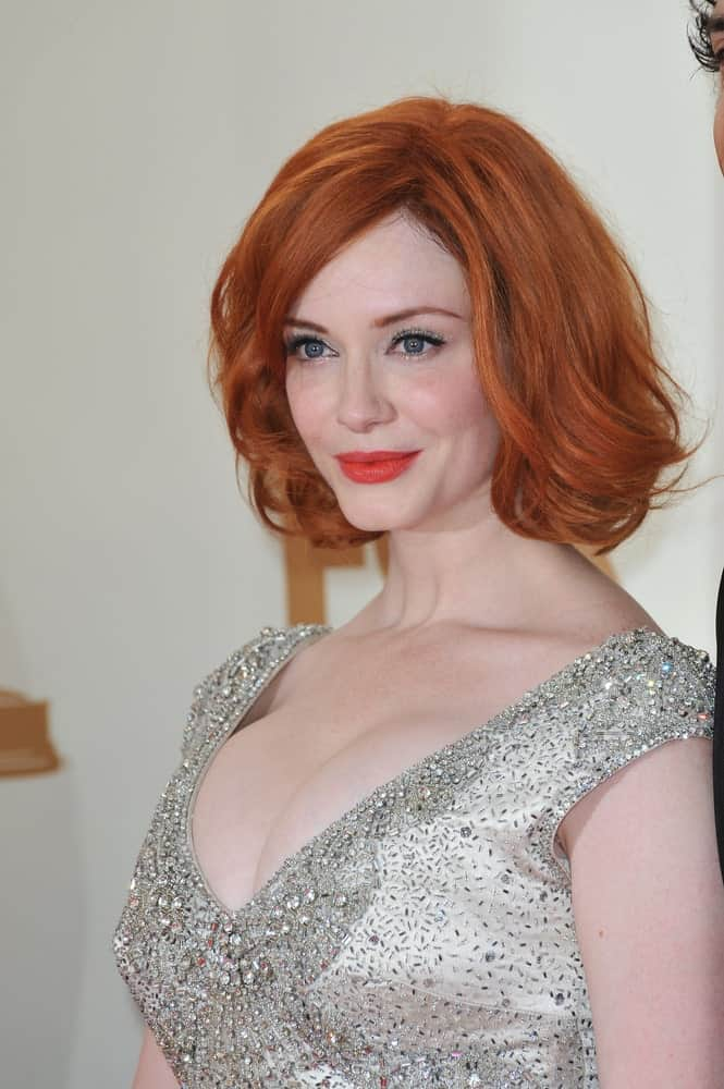 Christina Hendricks shows us how a mid-length bob can look gorgeous when its curled softly and paired with side-swept bangs.