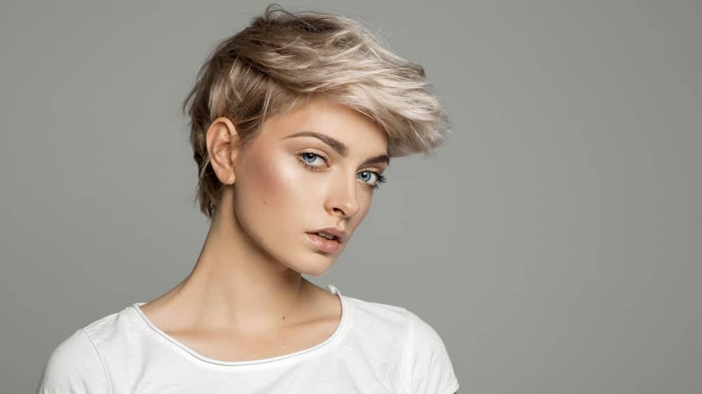 "Silver is the ""in"" color these days, particularly when it goes hand in hand with warmer tones. Take this model, for example, who is rocking this perfect pixie cut with sandy tones at the back and sides and a whimsical silvery color on the front."