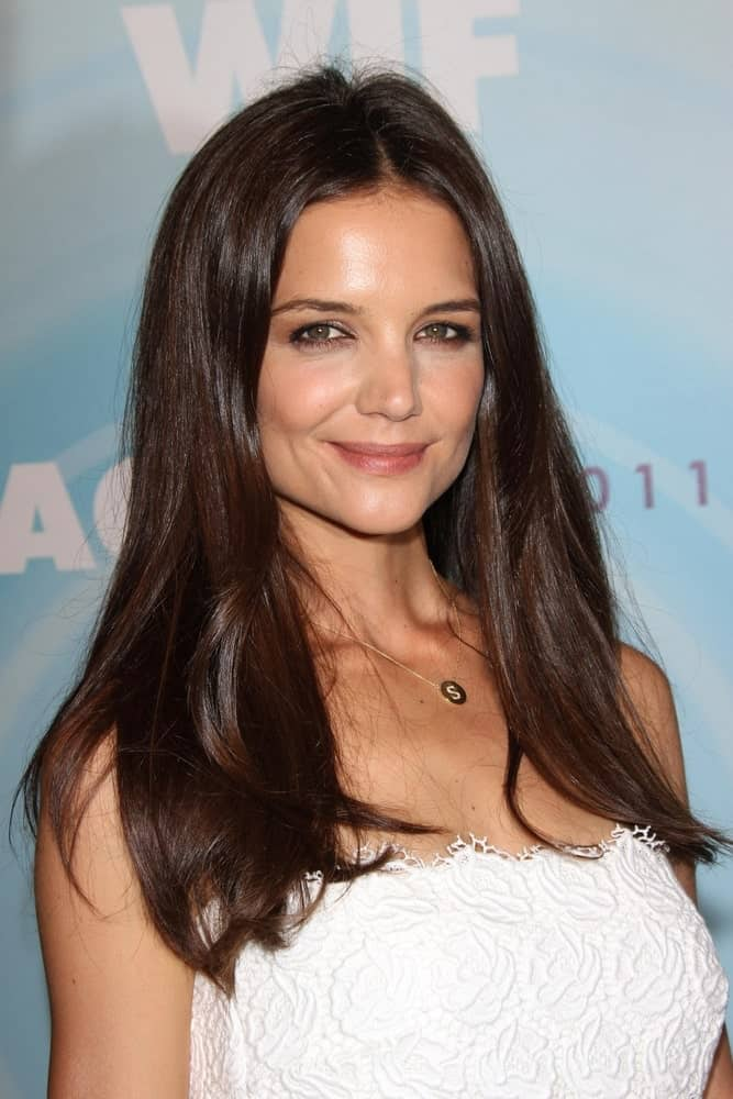 Katie Holmes proves that one of the benefits of having straight hair type is that on most days, all you need is to brush it once and you are ready to rock just like that.