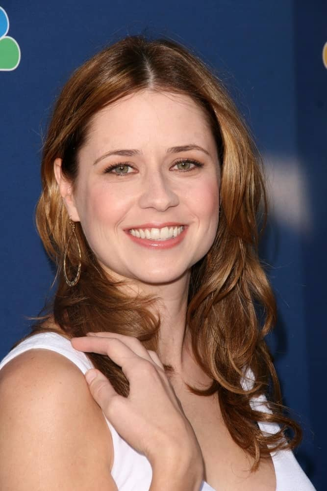 This is Jenna Fischer totally donning a simple but classic layered hairstyle with a middle parting and super blended layers that fall together onto the shoulders.