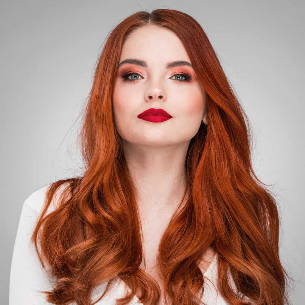 Natural wavy hair is a look that has been used for formal red carpets and a simple dinner plan. It is a classy way to dress up your hair and complements any makeup look and outfit.