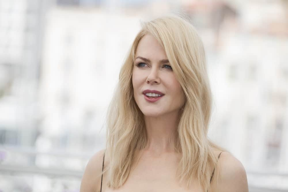 The beautiful Nicole Kidman has always looked stunning, whether she arrives on the red carpet or is out on a casual walk. Although the actress's natural hair color is strawberry blonde, she looks just as good with icy blonde. Here, Kidman has added some texture on her fine hair and swept them to the side for a casual but chic look.