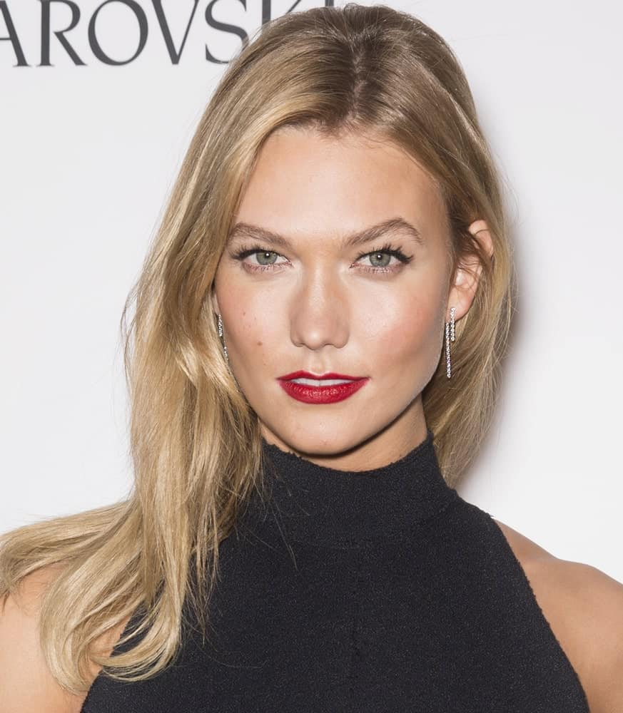 Karlie Kloss is also one of the Hollywood superstars with fine hair. Her hairstyling regime proves that the primary advantage of having fine hair is that you don't need to spend hours styling it at all. Comb it once and you are ready to rock!